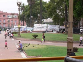 demonstrants camping in front of casa rosada